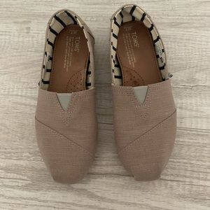 TOMS Classics in Morning Dove Size 7